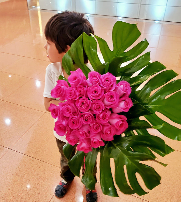 FRESH  LONG STEMS ROSES WITH TROPICAL LEAVES