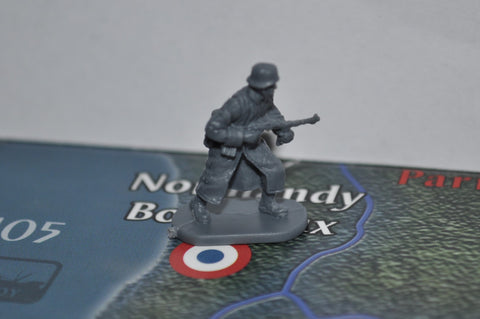 1/72 Caesar German Soldier with Field Greatcoat