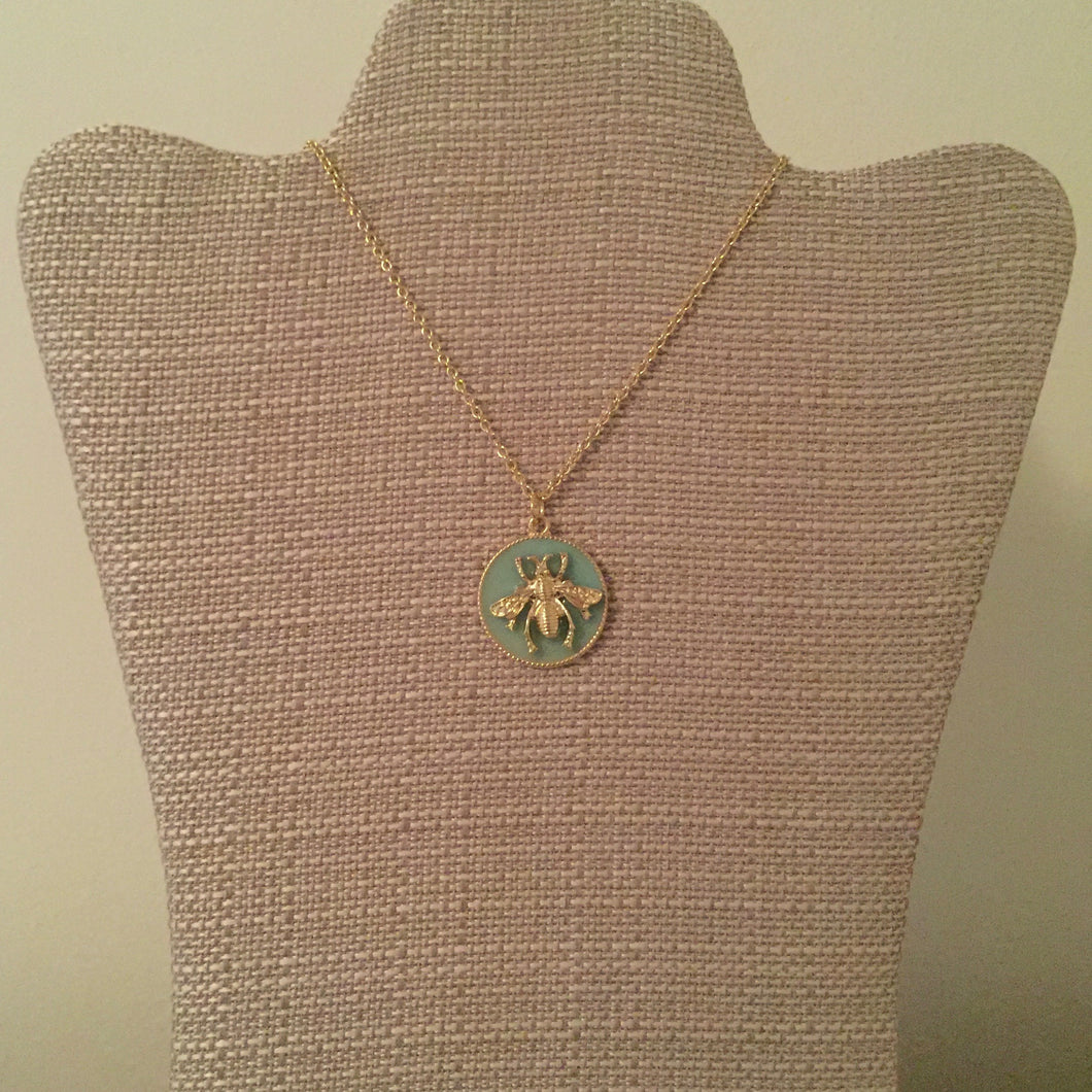 Signature royal bee pendant necklace perfect to wear with any look. Measures 19.5