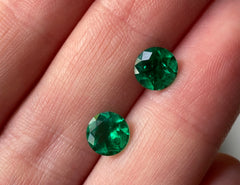 Fine Colombian emerald round pair
