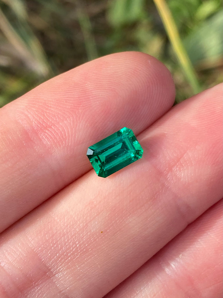 Colombian Emerald 1.01 carats- AGL certified minor oil