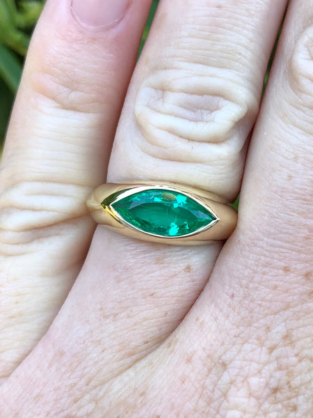 Colombian Muzo Emerald Marquise Gypsy Set 18 Karat Gold Ring