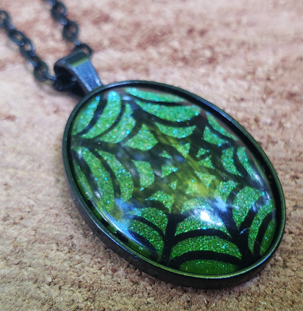 Spiderweb Pendant Green