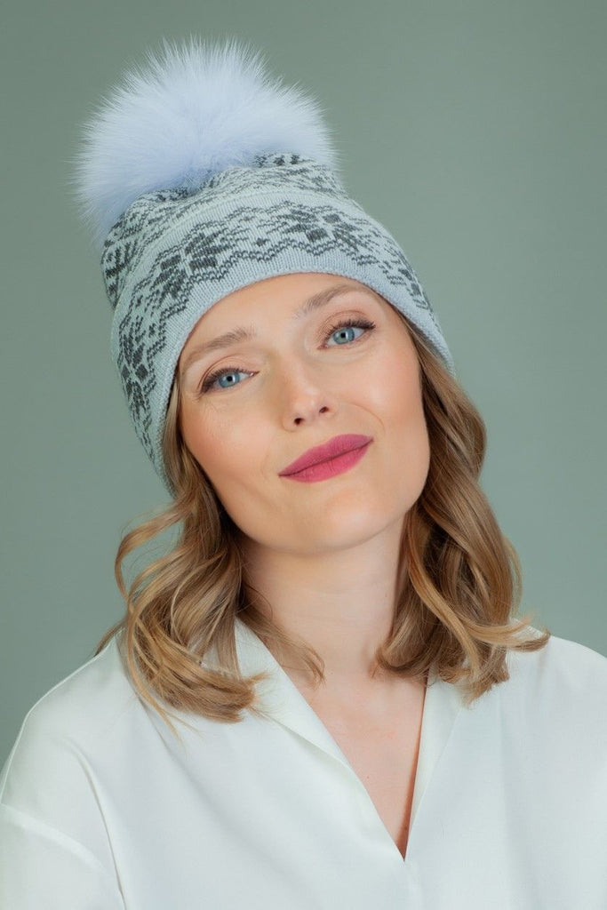 Slouchy Knit Wool Hat with Fur Pom-Pom in Star Pattern - Gray