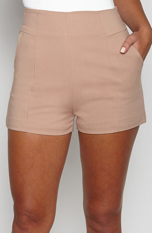 We Like to Party shorts - Tan