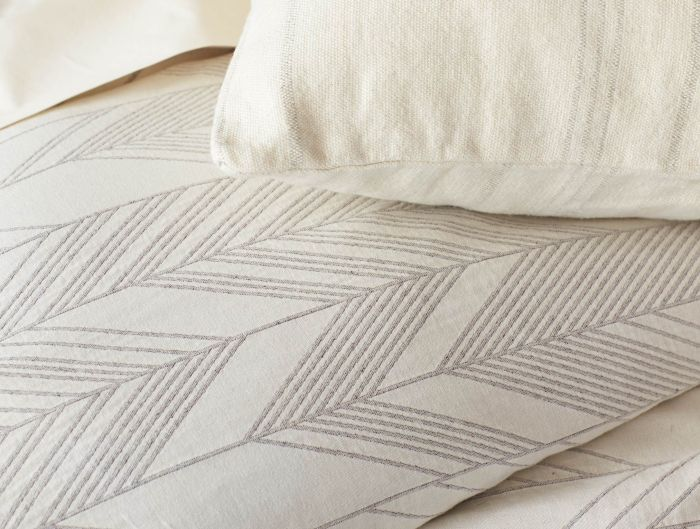 Arrowhead Reversible Throw with Fringe in Earth