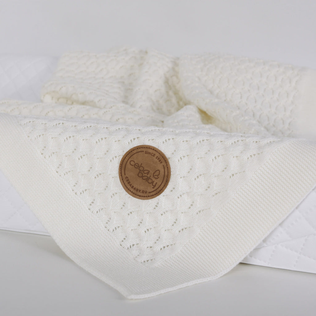 KNITTED BLANKET IN GIFT BOX - CREAM WAVES
