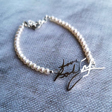 Handwriting bracelet with pearls