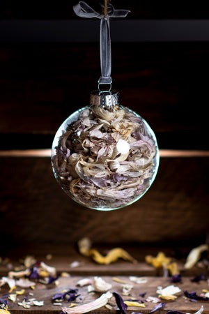 Open image in slideshow, Smith & Munson Christmas Tulip Confetti Glass Bauble Lilac