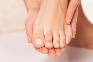 3 Essential Oils to Help Toenail Fungus
