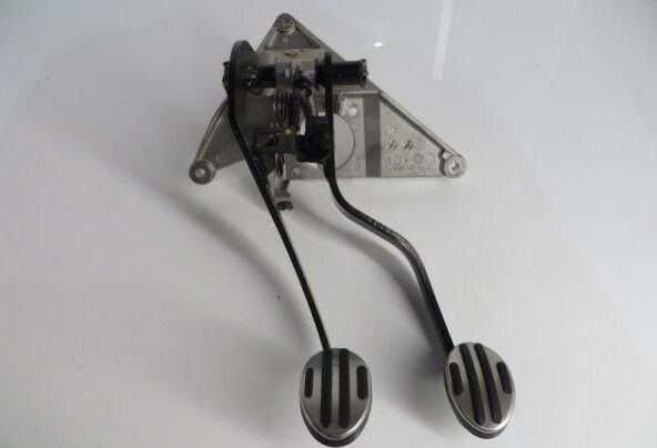 2002-2008 Mini Cooper Clutch and Brake Pedal Assembly (R50, R52, R53)