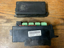 Load image into Gallery viewer, MINI FUSE BOX COOPER ONE R50 R52 R53 PETROL ENGINE BAY RELAY FUSEBOX 6906604