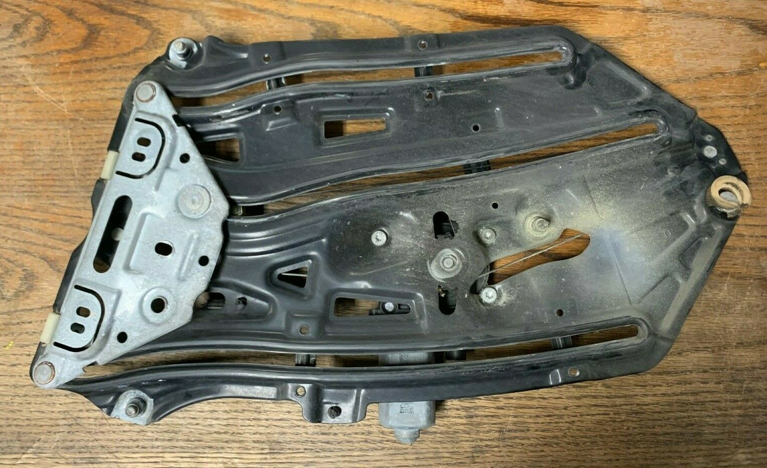 01 BMW 325i E46 Window Regulator Left Hand Side OEM
