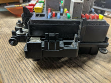 Load image into Gallery viewer, 03 04 05 06 07 Hummer H2 Engine Bay Fuse Box Relay Block 15266961 or 15266952