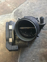 Load image into Gallery viewer, 2007-2013 BMW 328I E90 Sedan Throttle Body OEM (7 556 118)