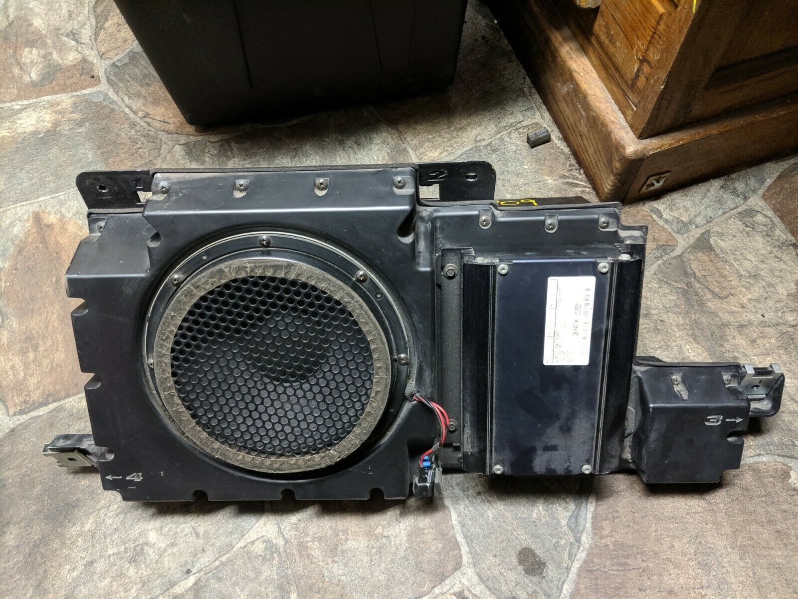 Rear Left Radio Receiver Amplifier & Speaker Box 15086821 OEM Hummer H3 2006-10