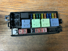 Load image into Gallery viewer, MINI COOPER R52 CONVERTIBLE 2007 FUSE BOX (NO COVER) 69006614