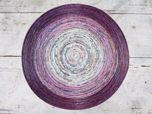 Newspaper table mat - round, large; 6 colours