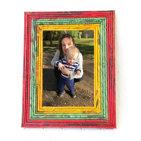 Newspaper picture frames - regular; 4 colour options