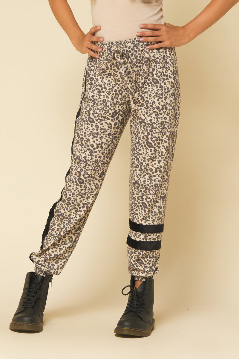CHEETAH SCRUNCH JOGGER WITH VELVET