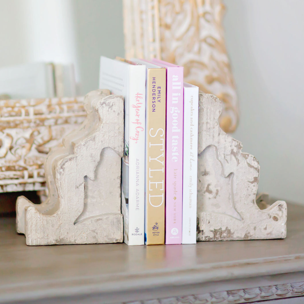 Distressed Home Decor: Distressed Corbel Bookends