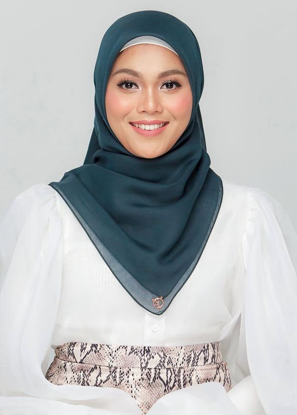 Bawal Babe in Hunter Green