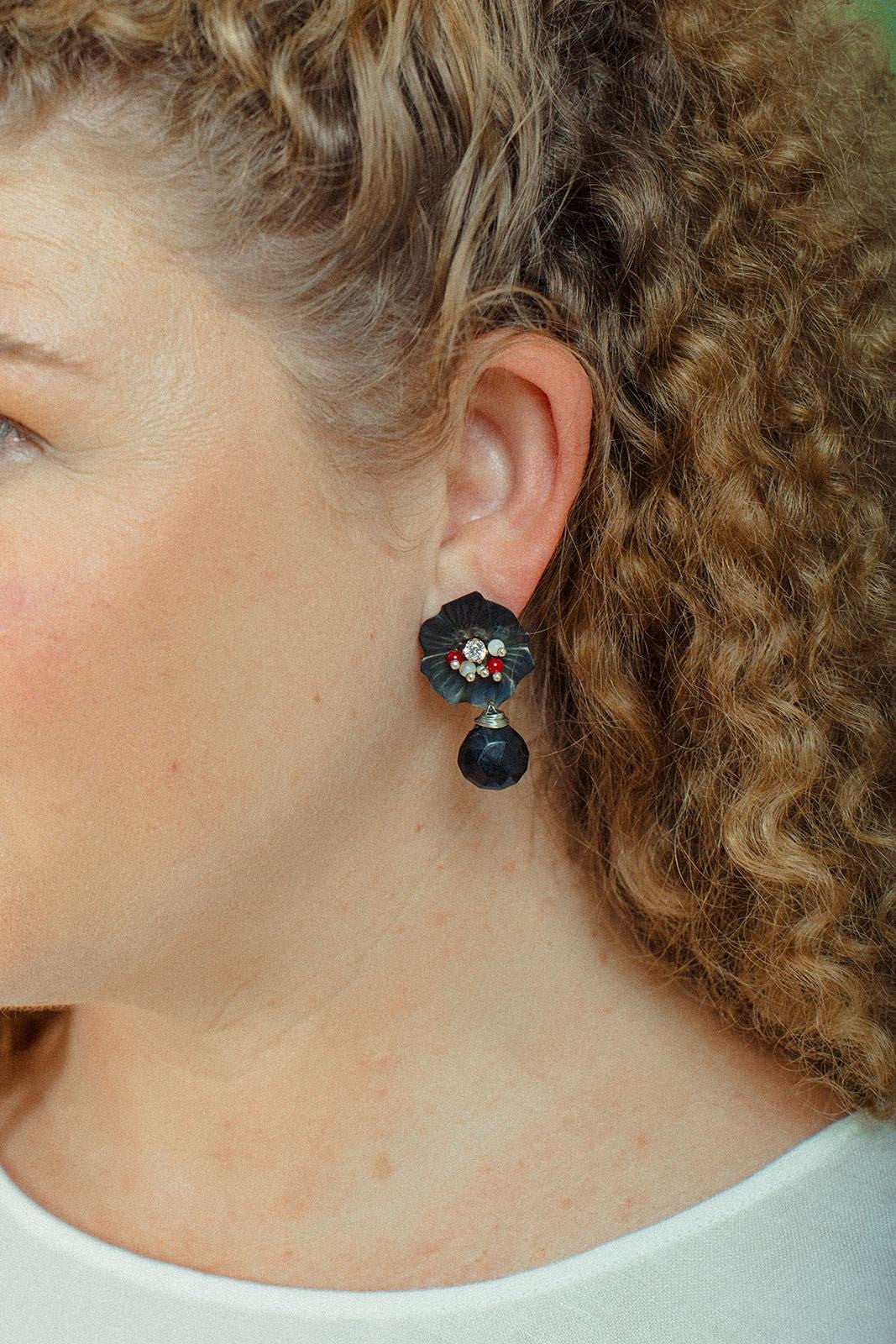 Hibisco Drop Onyx Earrings - Lesetta