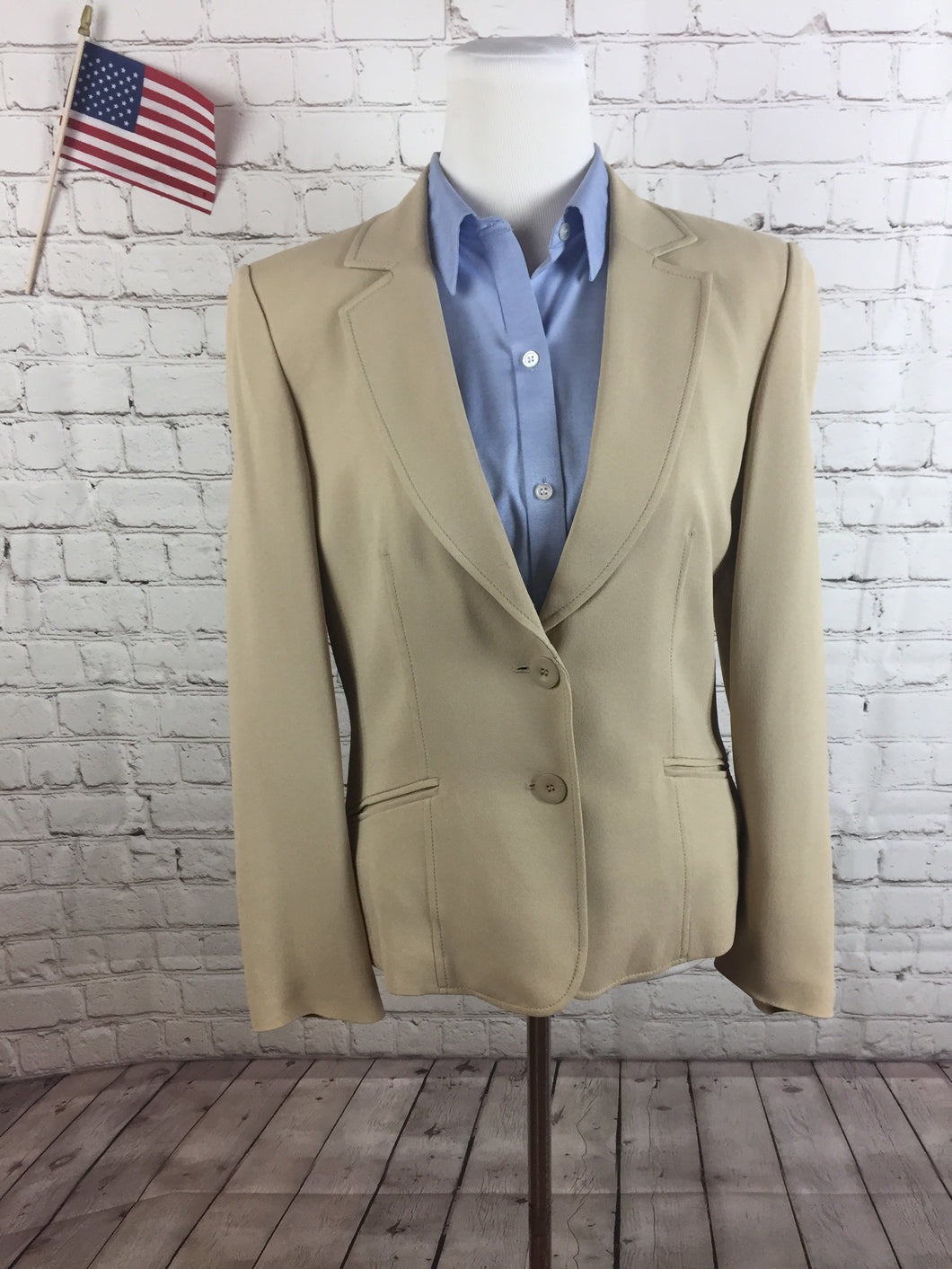 Talbots Women's Beige Blazer Size 10 $215 - SUIT CHARITY OUTLET