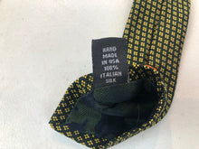 NEW NWOT David Fin Men's Gold Geometric Pattern Silk Neck Tie $125 - SUIT CHARITY OUTLET