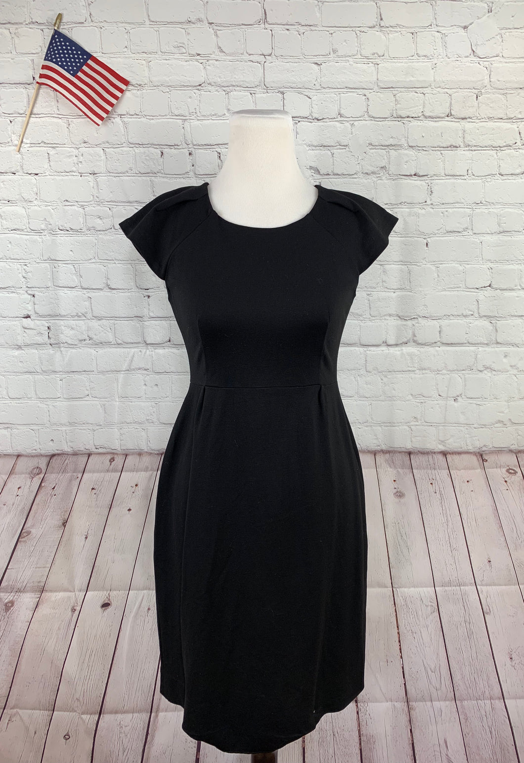 Kate Spade Little Black Women's Solid Sheath Dress 6 - SUIT CHARITY OUTLET