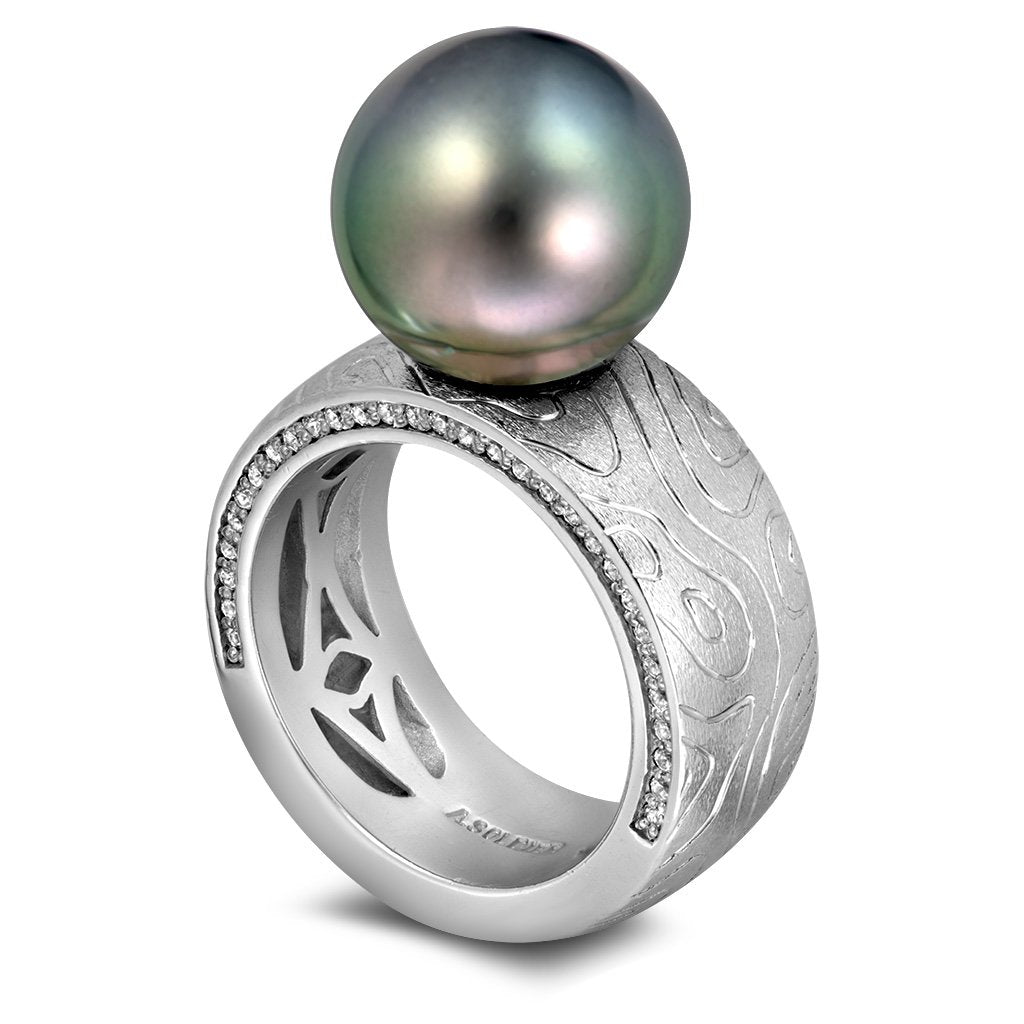 Gold Ring with Tahitian Grey Pearl and Diamonds