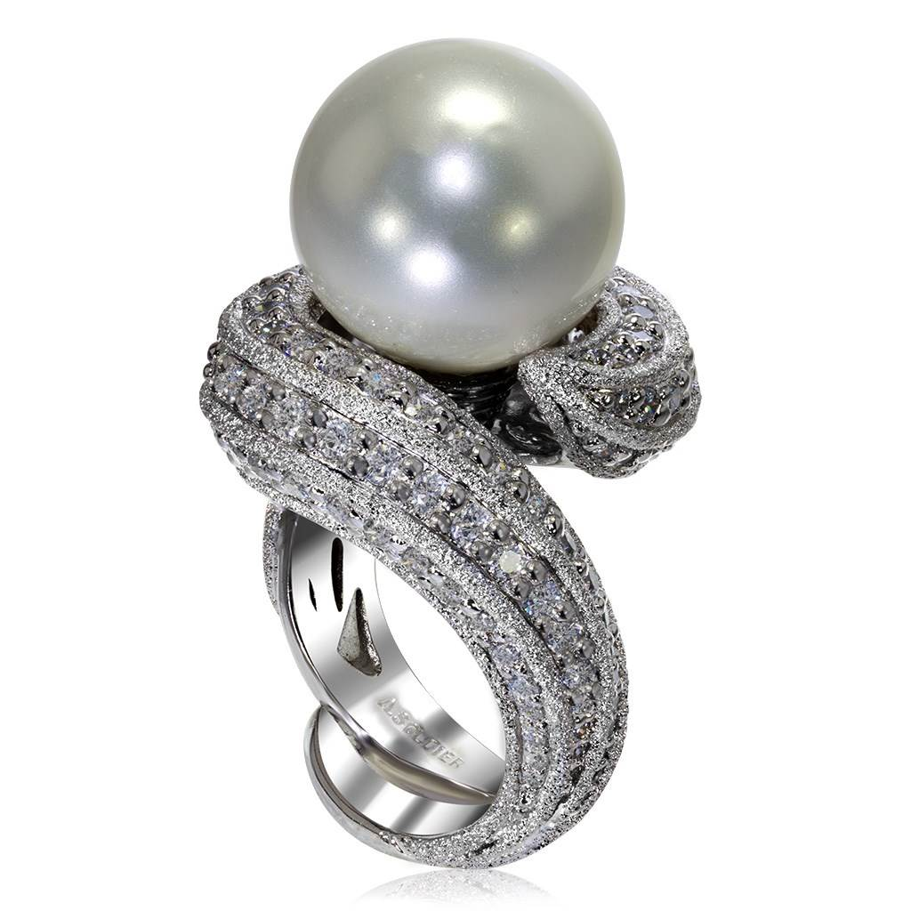 Gold Twist Ring With Freshwater Pearl & White Diamond