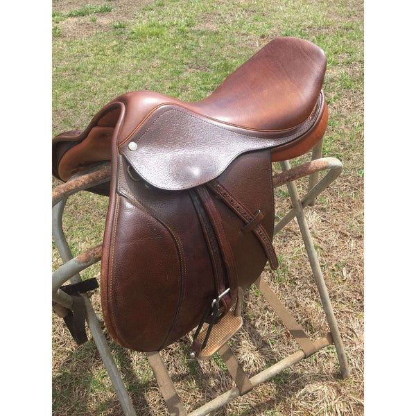 "Collegiate Finalist Saddle - 16.5"" - Medium Wide - DEMO SADDLE with leathers and irons"