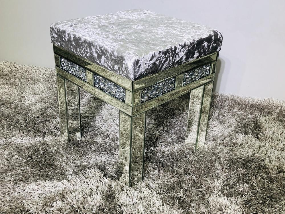 Crushed Diamond Dresser Stool - Furniture Imports LTD
