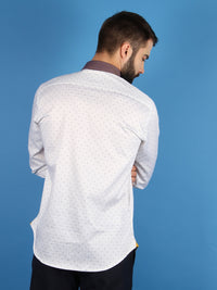 gold horizon shirt model back image