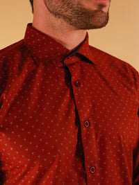 crimson star shirt model image collar close up