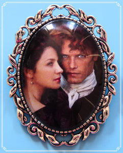 Jamie and Claire brooch inspired by Outlander.