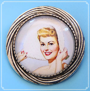 Pinup Peaches - Betty brooch