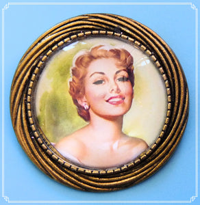 Pinup Peaches - Astrid brooch