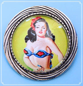 Pinup Peaches - Rosie brooch