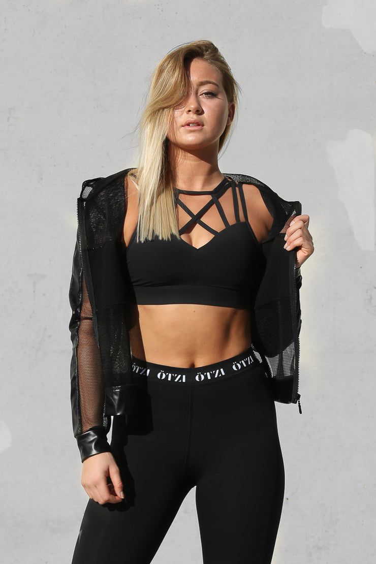 Ötzi Labyrinth Crop Black
