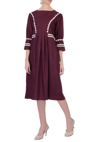 Pequot – Burgundy Dress