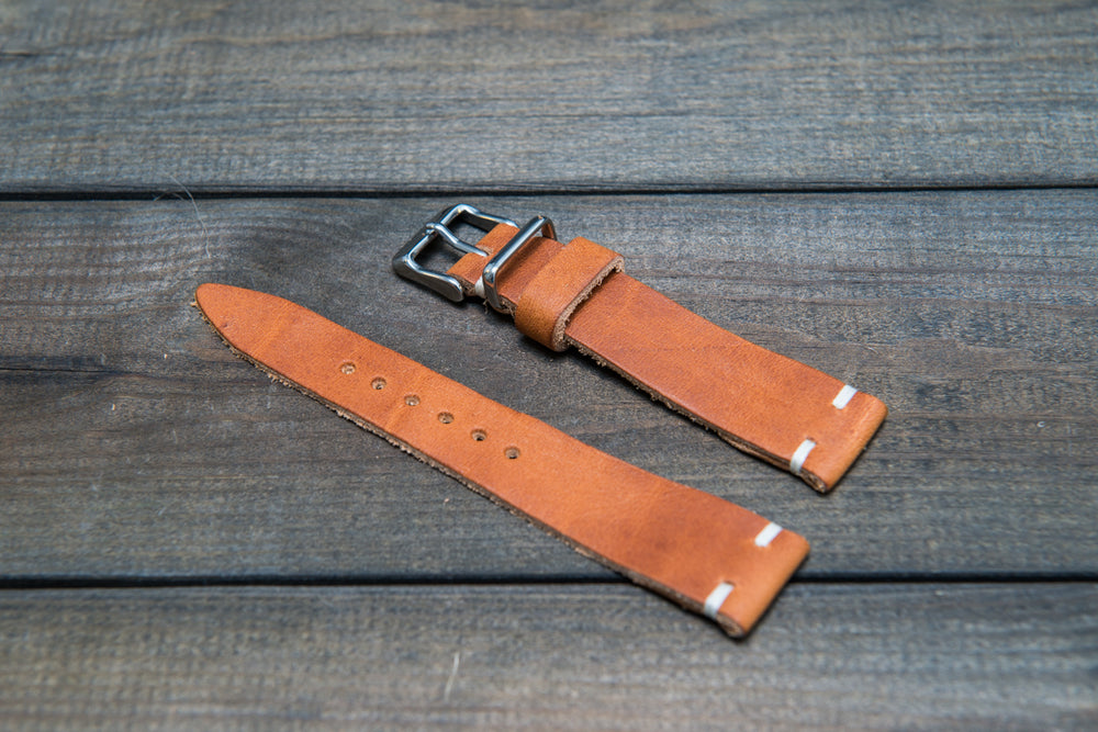 English Tan leather watch band, handmade in Finland. Tapered size: 26/22mm, 25/22 mm, 24/20mm, 23/20 mm, 22/18 mm, 21/18 mm, 20/16 mm, 19/16 mm - finwatchstraps