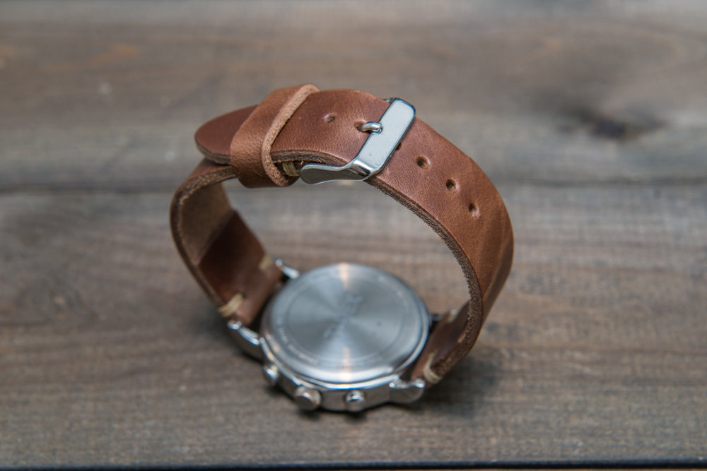 Tan horse chromexcel leather watch band, handmade in Finland. Tapered size: 26/22mm, 25/22 mm, 24/20mm, 23/20 mm, 22/18 mm, 21/18 mm, 20/16 mm, 19/16 mm - finwatchstraps