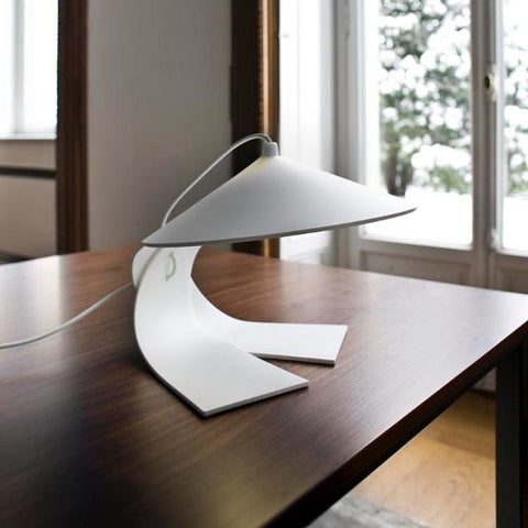 Hanoi white painted metal table lamp from Prandina