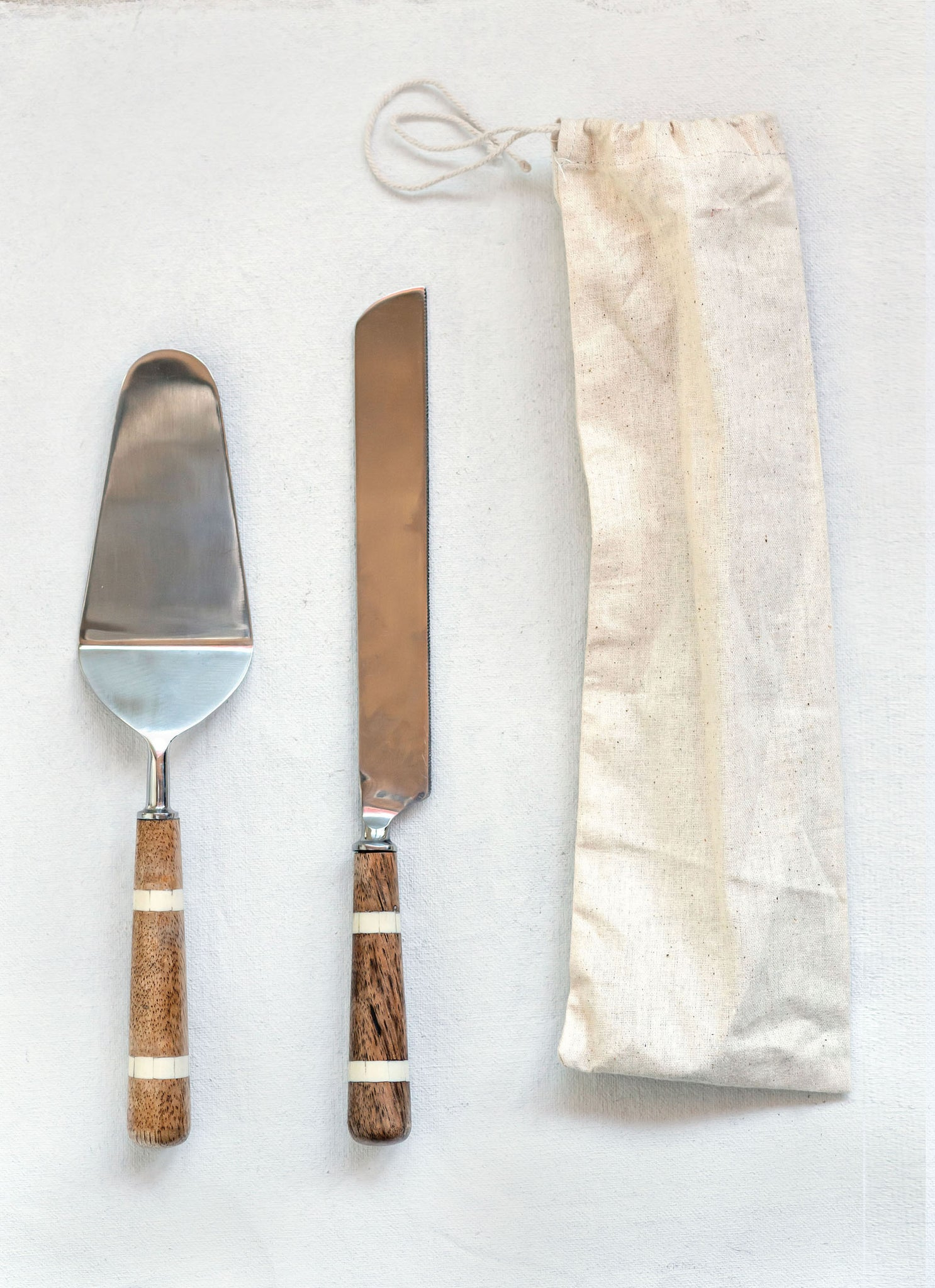 "11-3/4""L Stainless Steel Cake Knife & Server w/ Wood & Horn Inlay Handle, Set of 2 in Drawstring Bag"