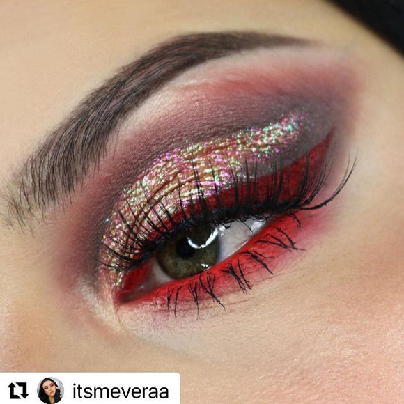 Love this stunning eye make...
