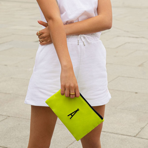 Flat Hand Purse Lime Kalk