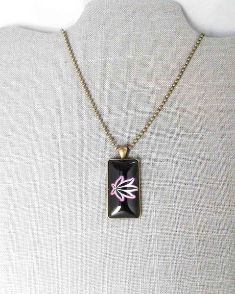 black and pink glass pot leaf cabochon necklace