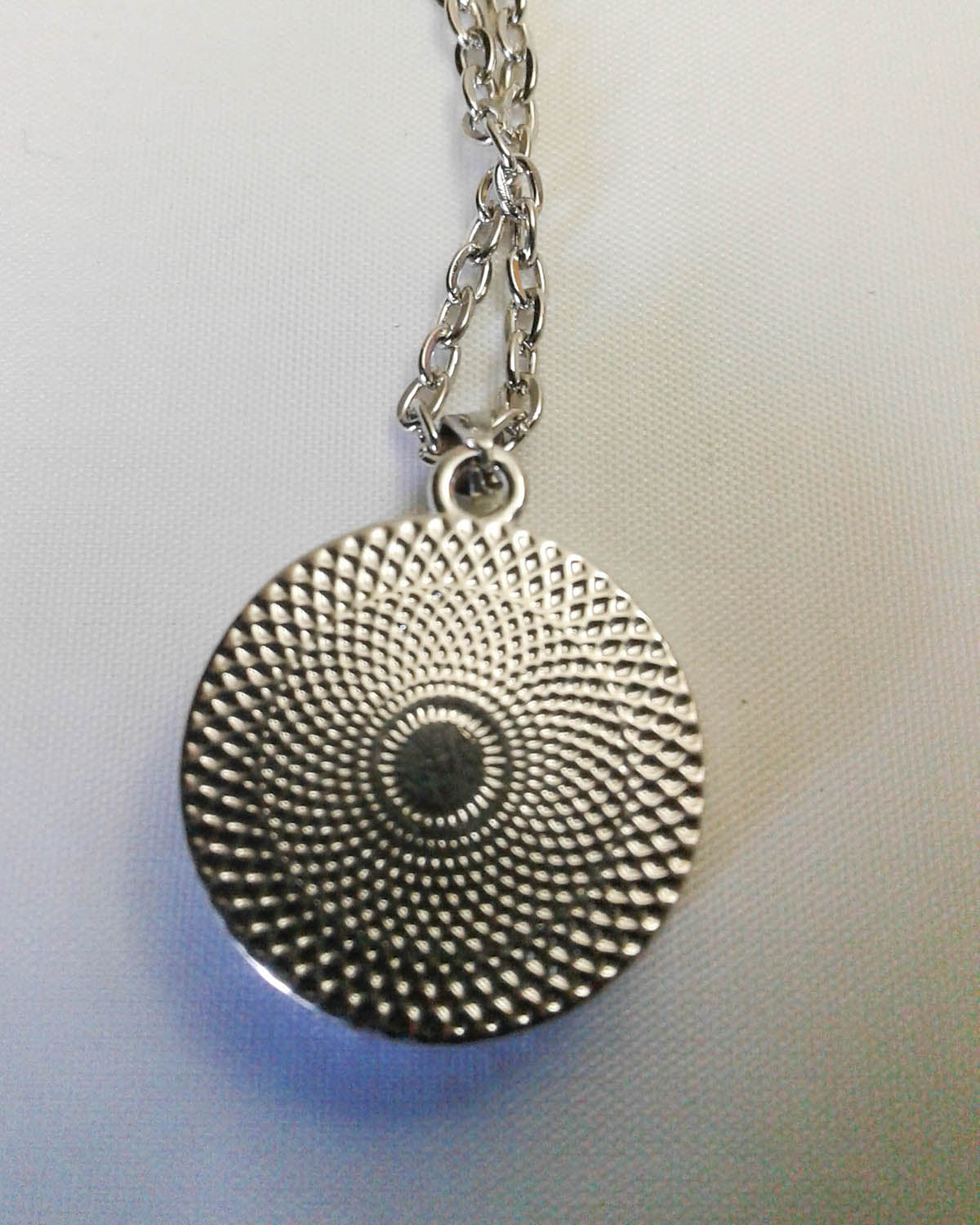 Stainless Steel Oil Diffusing Leaf Pendant